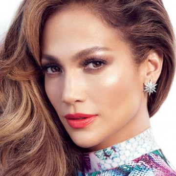 Rostro de Jennifer López recibe críticas en redes sociales