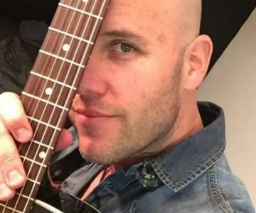Gian Marco hizo karaoke con sus fans a través de Facebook