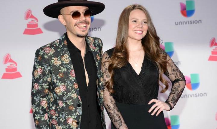 Jesse & Joy Firman Con Compañía Manejada Por Enrique Iglesias