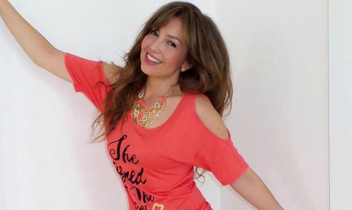 Cantando 'Cielito Lindo', Thalía invita a donar para México