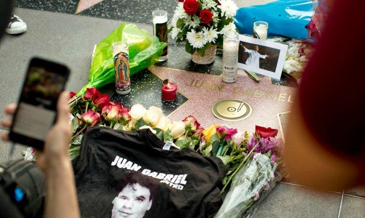 Artistas latinos expresan su tristeza por muerte de Juan Gabriel
