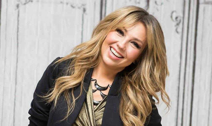 Thalía aclara que no fue desvestida en concierto