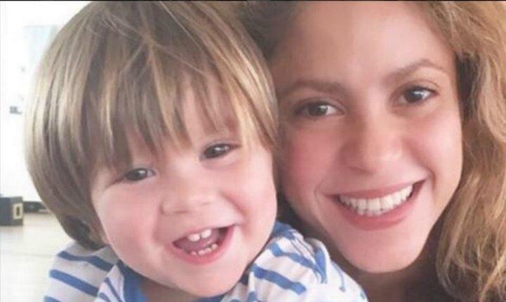 Sasha, hijo de Shakira, se dejó contagiar por 'Chantaje'
