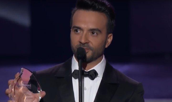 Luis Fonsi dedica premio a Puerto Rico