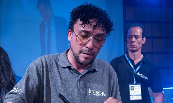Andrés Cepeda enamoró en la Feria del Libro