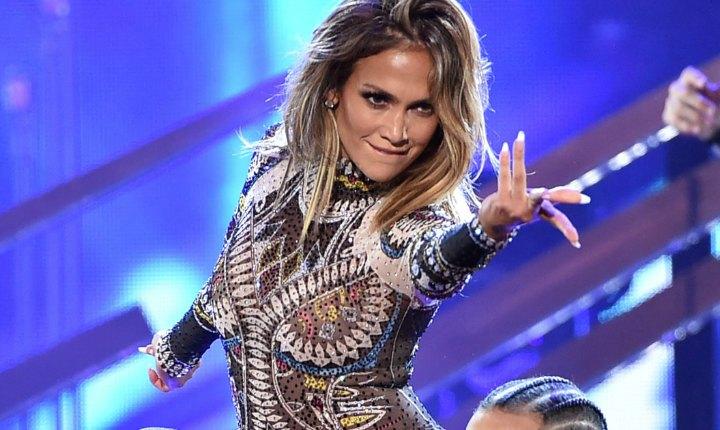 Unos singulares coreógrafos pusieron a bailar a Jennifer López