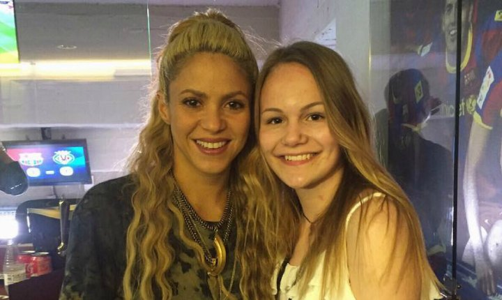 Shakira le cumple lo prometido a una fan