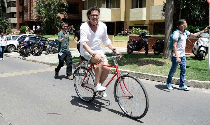 Nueva canción de Carlos Vives será dedicada a ciclistas