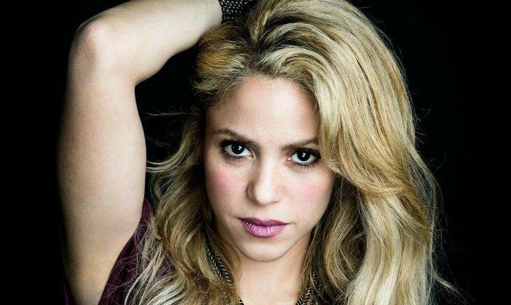 Fans consuelan a Shakira tras derrota de la Selección Colombia